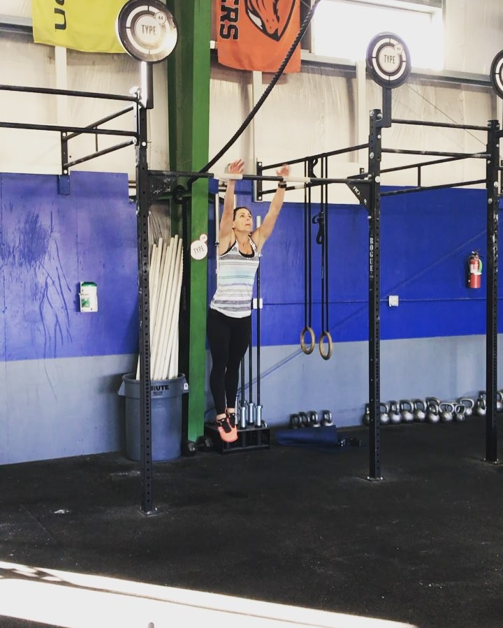 Saturday morning PR's, first bar MU for @jenhumphrey 💃🏻🎉🔔 • • • • #type44strong #type44 #boomshockalocka #inbend #bendoregon #fitfam #crossfit #reebok