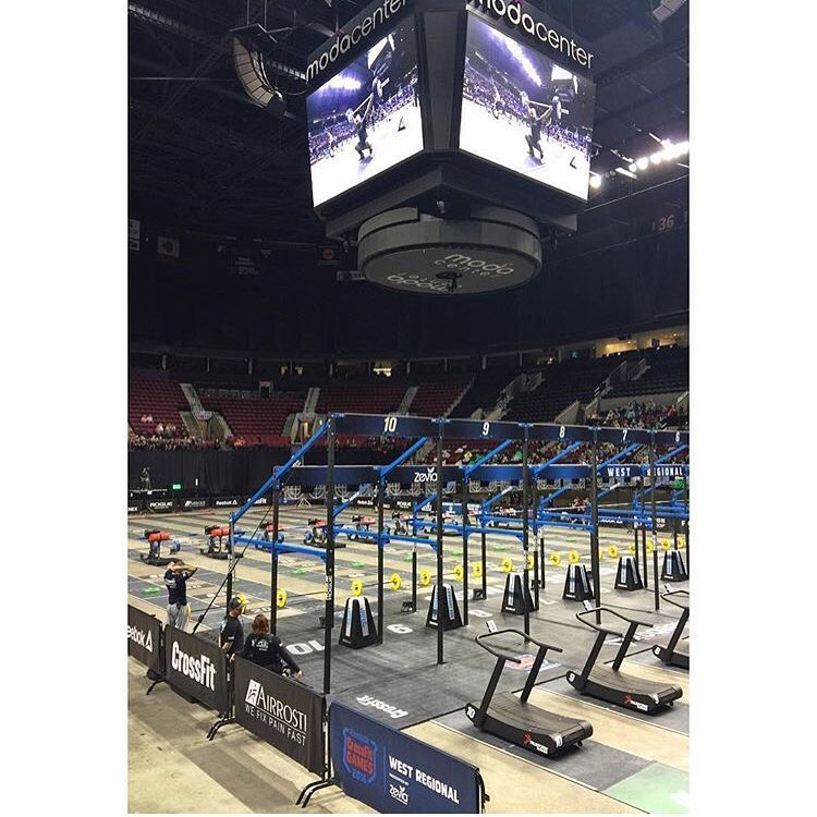 Here we go! West Regionals, Day 2 🏋🏽💪🏽 📸 @ee_payne #crossfittype44 #crossfit #westregionals #modacenter