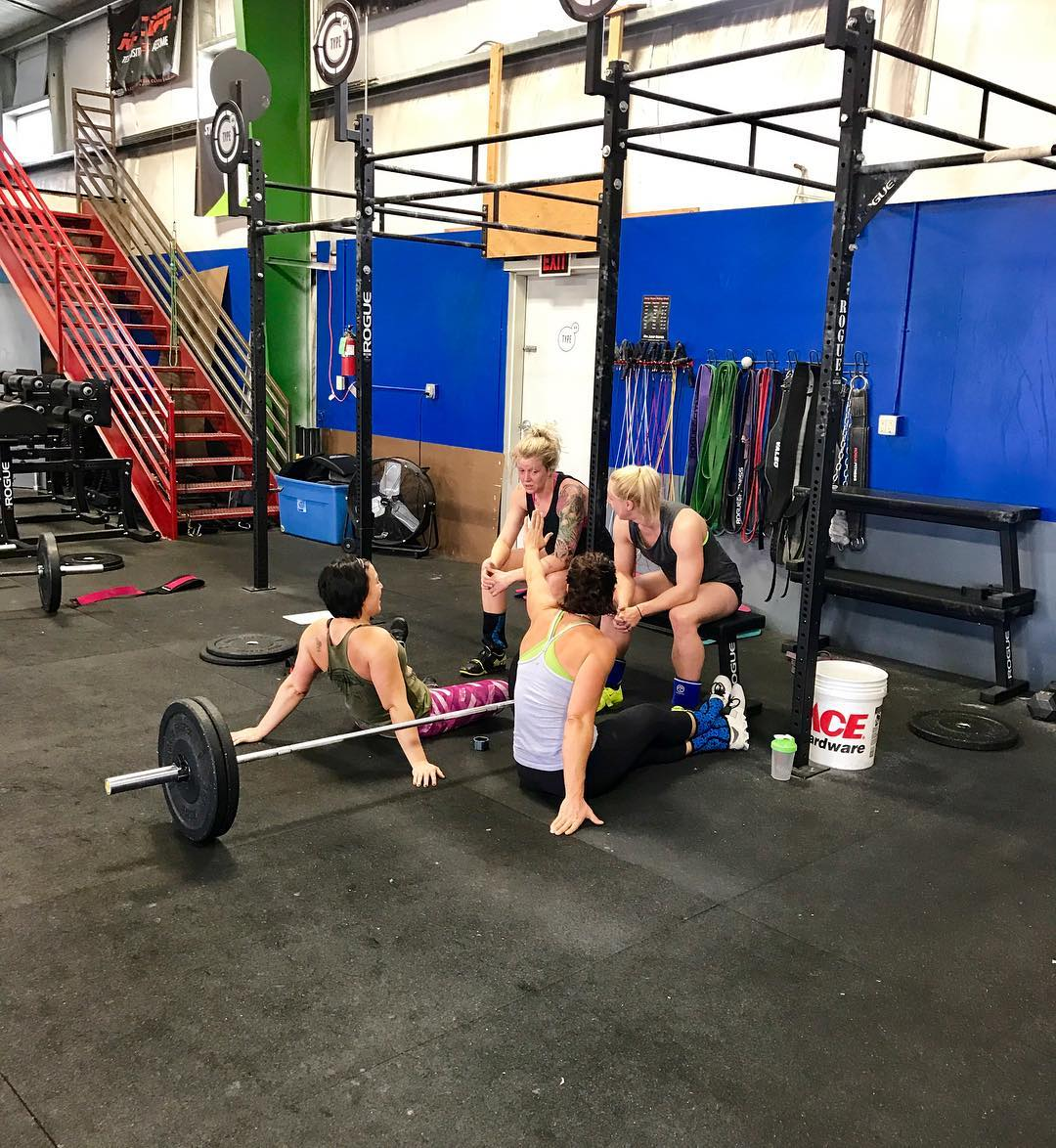 Post WOD feels 💥 That's a wrap! @everydayw4rrior • • • • • #everydaywarrior #crossfit #type44 #centraloregon #bend #inbend #type44strong #boomshockalaka
