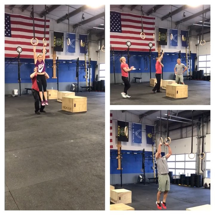 Christmas came early for these 3! 🎁🎁 @amyludz @bobdosjr @lyon_kira Awesome job! 💪🏽 • • • #type44 #type44strong #crossfit #reebok #boomshockalocka #centraloregon #localize #inbend #crossfitgames #crossfitcommunity #gymnastics #bend #pr #muscleup #crossfitgymnastics @crossfit