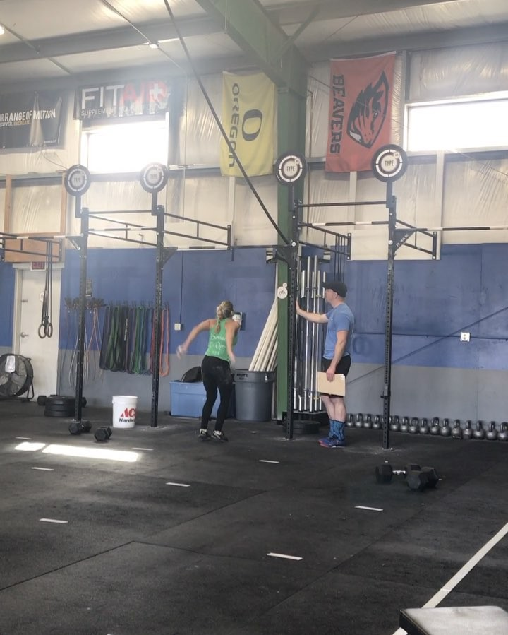 17.2 Open Magic💥 Congrats @chantelvidaurri on your #firstmuscleup 💪🏽 . . #intheopen #openfirsts #type44 #type44strong #crossfit #firstmuscleup #reebok #fitaid #rogue #roguefitness #inbend #localize #centraloregon #boomshockalaka #fitness #powerlifting #training #wod #strength #nike #metcon #bendoregon @crossfitgames @crossfit
