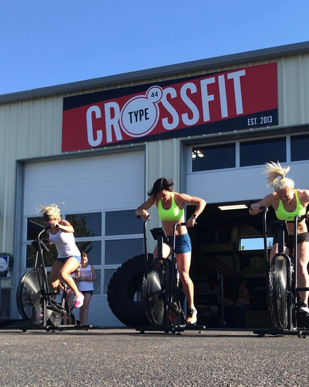 Best way to get over hump day? Fitness with friends. Duh. . . . #type44 #type44strong #boomshockalaka #humpday #crossfit #crossfitgames #assaultbike #fitaid #roguefitness #inbend #localize #centraloregon #boomshockalaka #bendoregon #smashpack #progenex #killcliff #sfh #livinsfh #nourishmealprep #lululemon #lululemonbend