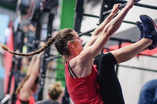 Never miss a Monday. ⁣ ⁣ Strength/Skill:⁣ -Max Seated Box Jump⁣ -Cossack Squat 3×10 ⁣ ⁣  WOD: 50 OHS 35/45⁣ 100 Abmat Sit-ups ⁣ 25 OHS 65/95⁣ 50 Knee Raises⁣ 10 OHS 95/135⁣ 20 Weighted V-ups⁣ ⁣Rx+: Toes to Bar, GHD Sit-ups